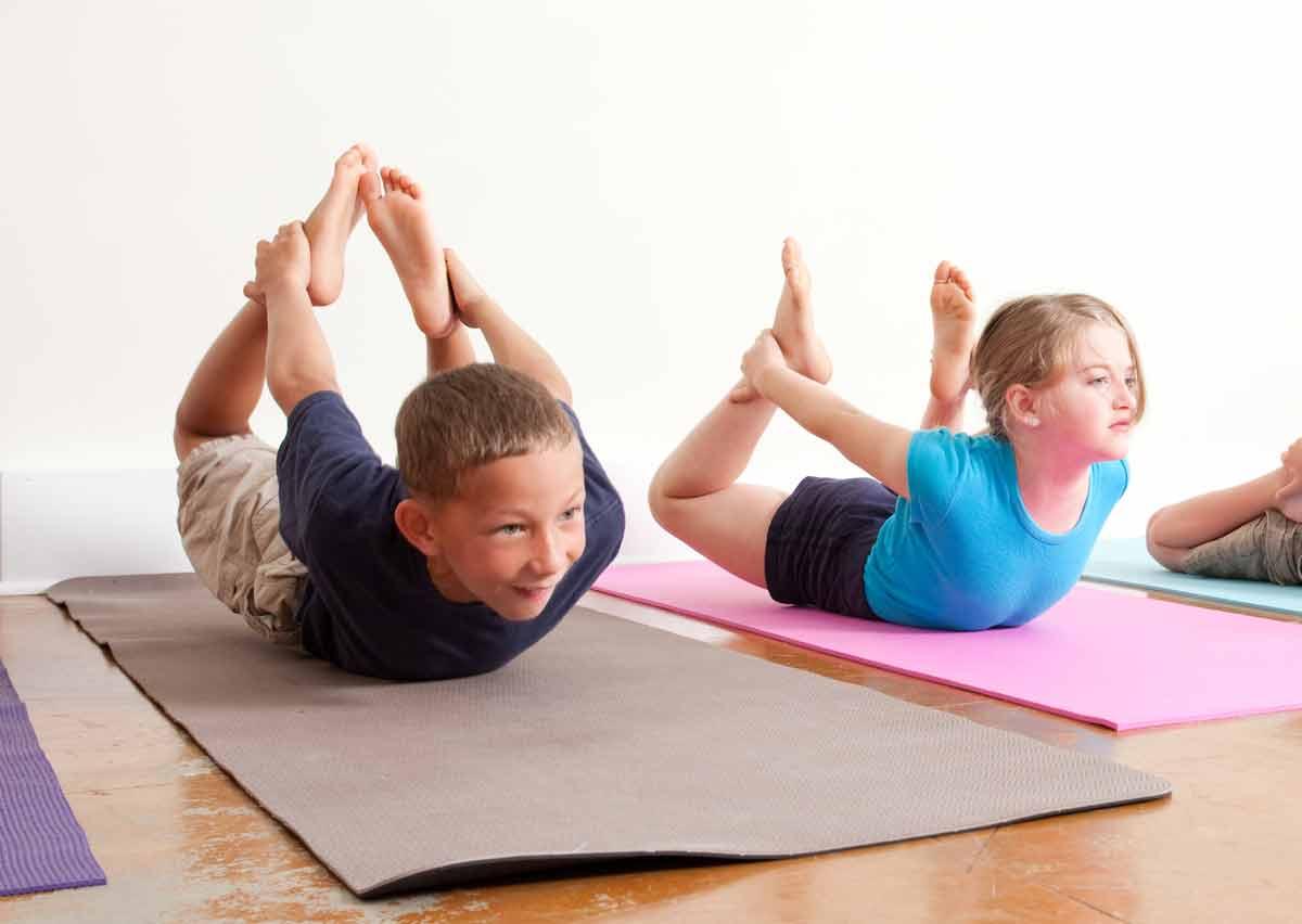 Fomentar el juego con los niños haciendo yoga